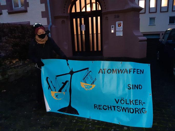 Unbekannte Person, Mahnwache vor dem Amtsgericht Cochem, 9.12.2020