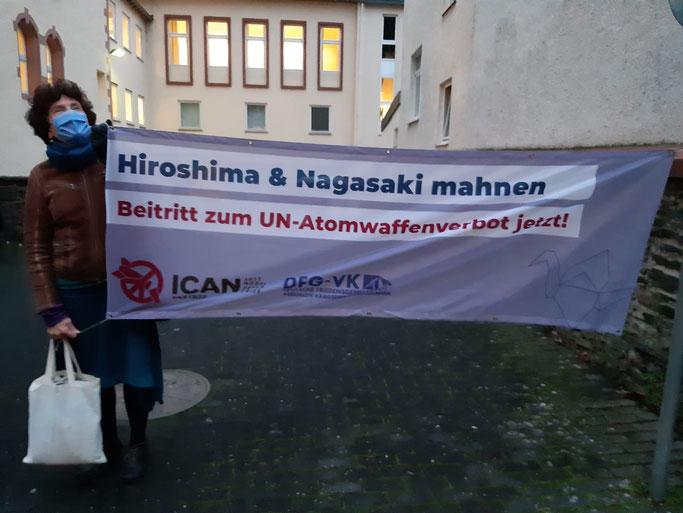 Brigitte, Mahnwache vor dem Amtsgericht Cochem, 9.12.2020
