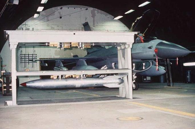 Das WS3 funktioniert wie ein Aufzug. Foto: in hochgefahrenem Zustand. Normalerweise befinden sich die Atombomben tief unten in der Gruft.