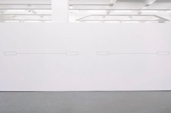 Articulate (Detail). Stahl, 10 Elemente, je 13 x 149 x 0,4 cm, Gesamtmaße: circa 1000 x 500 x 0,4 cm, 2016. Absolventensausstellung 2016, HfBK Hamburg. Foto: Yuki Terasaka