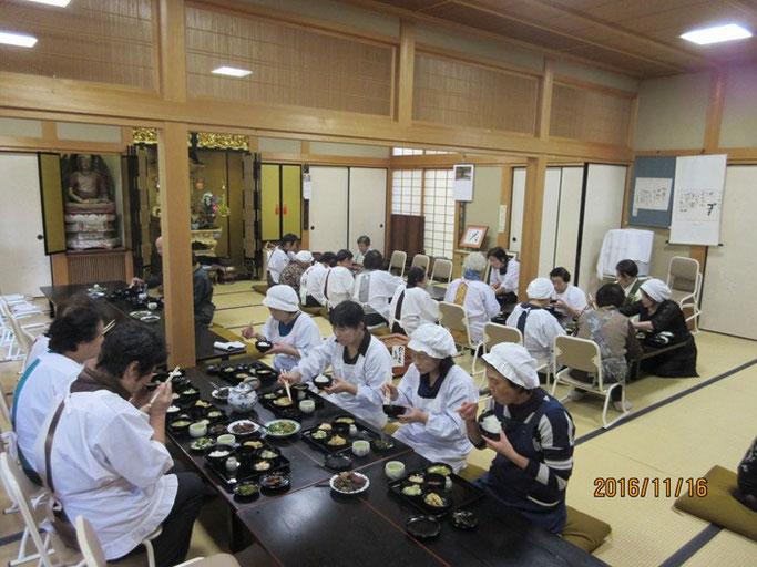大分・別府の浄土真宗 西念寺さんにて婦人会方とお斎です。