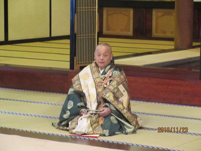 長野・松本の浄土真宗 安養寺 七条袈裟でご挨拶されるご住職さま