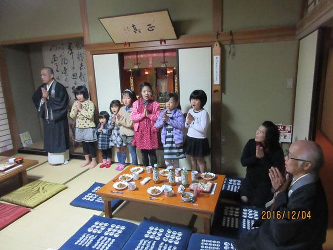 広島・福山の浄土真宗 南光坊にて お斎の前は、「いただきます」のご挨拶。