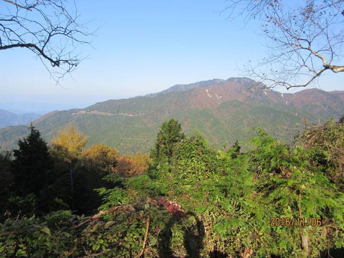 長野・南木曽の浄土真宗 長延寺さんへ行く峠道にて