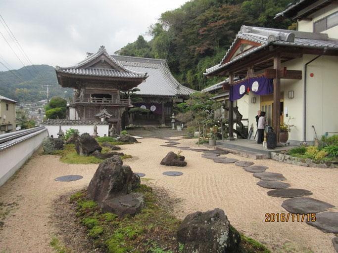 大分・別府の浄土真宗 西念寺さんの綺麗な境内