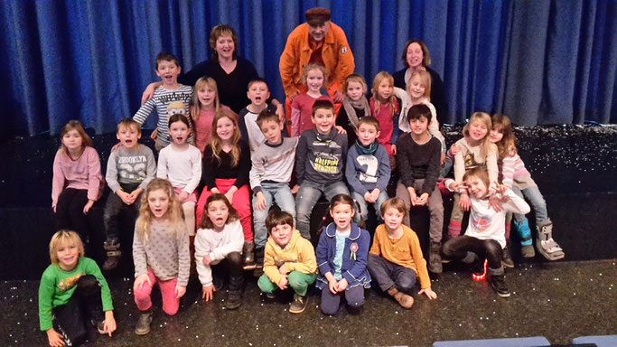 """Wandertag der 1/2e mit der EKG """"Zur Heimat"""" ins Atze-Theater"""