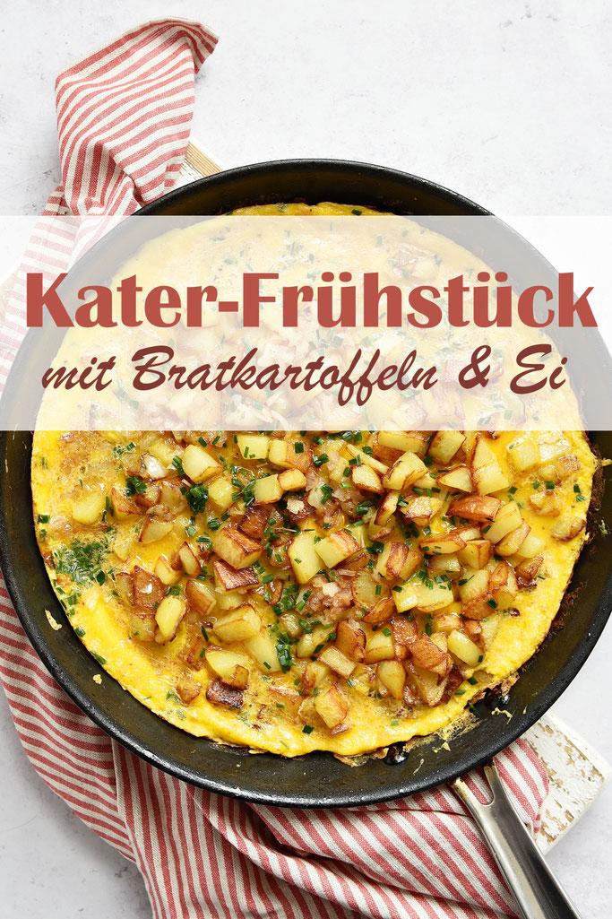 Kater-Frühstück mit Bratkartoffeln und Ei, Kartoffeln werden klein gewürfelt und roh in der Pfanne gebraten, dazu kommt eine Eimasse, die dann als Omelett stockt, mit Schnittlauch, vegetarisch, Frühstück, Bauernfrühstück, Thermomix