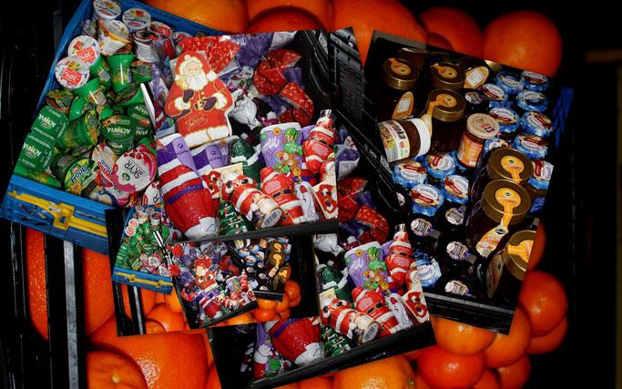 Weihnachten mit Verspätung. Ab Mitte Januar landen die Reste vom Feste bei der Tafel. Man will gar nicht wissen, was früher damit gemacht wurde. (Bild: DN)