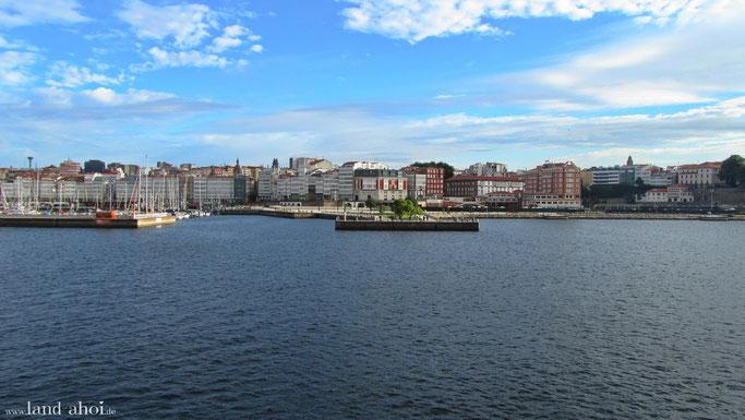 Aida im Hafen von A Coruna und Landausfluege