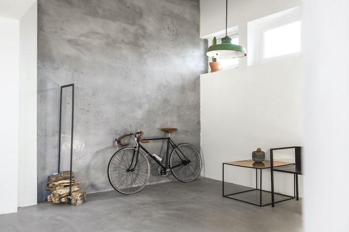 Spachtelbeton im Flur und Treppenhaus - Betonwand - Betoneffekt - Beton-Look