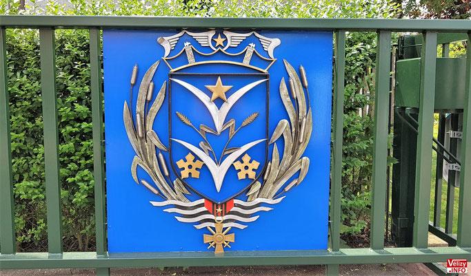 Armoiries de Vélizy-Villacoublay figurant sur la grille d 'entrée de la mini-déchèterie municipale située au 23 avenue Robert Wagner.