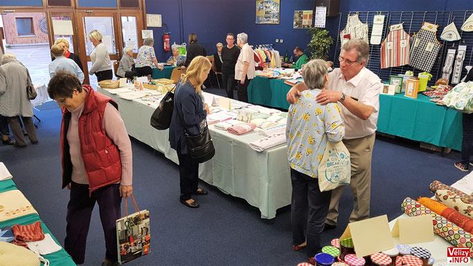 L'expo-vente se déroule à la salle icare située en-dessous la médiathèque de Vélizy.