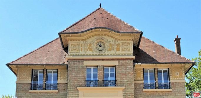 L'horloge de l'hôtel de Police de Vélizy-Villacoublay.