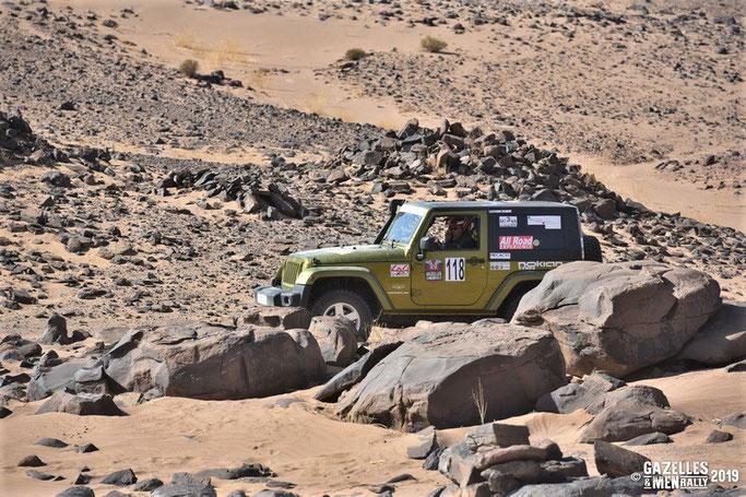 La Jeep Wrangler de la Team 118, aussi à l'aise dans le sable que sur les rochers.