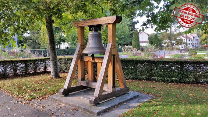 La cloche MARIE de l'église Saint-Denis de Vélizy-Villacoublay, déposée en 1973.