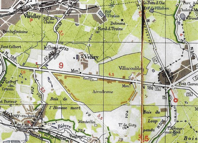 Comme le montre la carte Michelin de 1945 l'aérodrome est alors constitué de deux parties de part et d'autre de la RN 186.