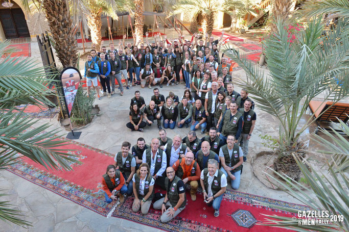 Photo de groupe pour les 76 participants du Gazelles and Men Rally 2019.