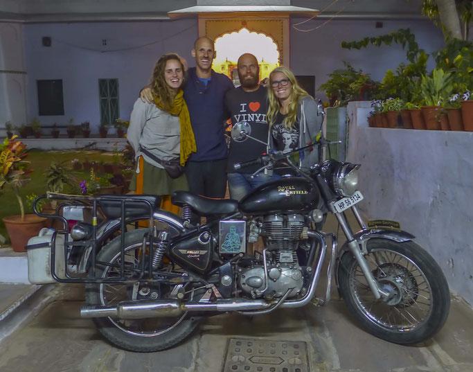 Diese zwei netten Meschen, Anais and Michael, werden Sahra noch eine Weile durch Indien bewegen.