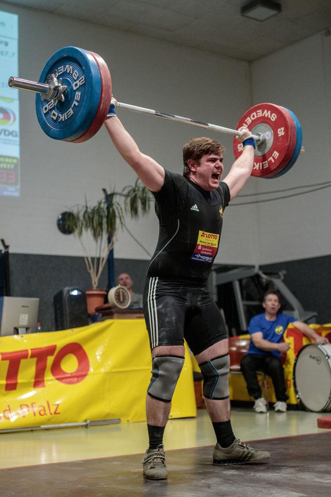 Sandro Krieger mit guten 115 Kilo im Reißen