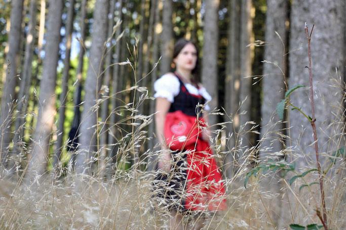 Trachtenoutfit Rot Schwarz Trachtenbeutel Wunschleder Modeblog Fairy Tale Gone Realistic Passau