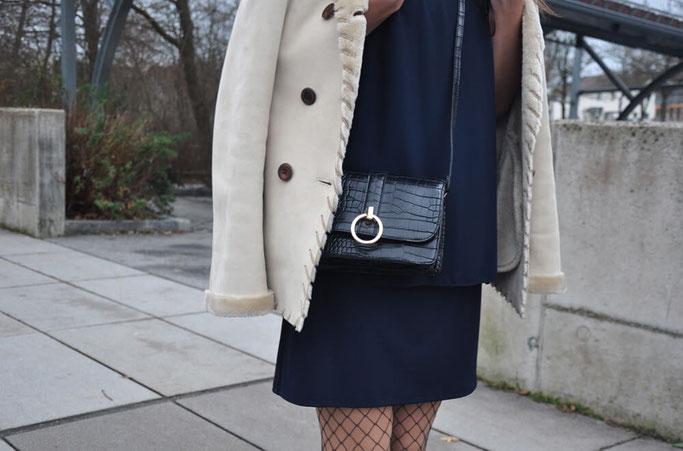 Silvester Outfit blaues Kleid Netzstumpfhose Dr Martens Modeblog Deutschland Fairy Tale Gone Realistic Nähblog