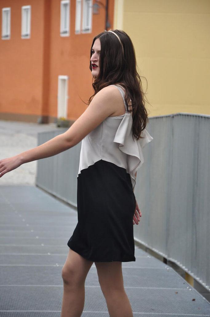 Outfit Paris selbstgenäht Kleid Volant Burda Style Talent Modeblog Fairy Tale Gone Realistic DIY Fashionblog Bayern