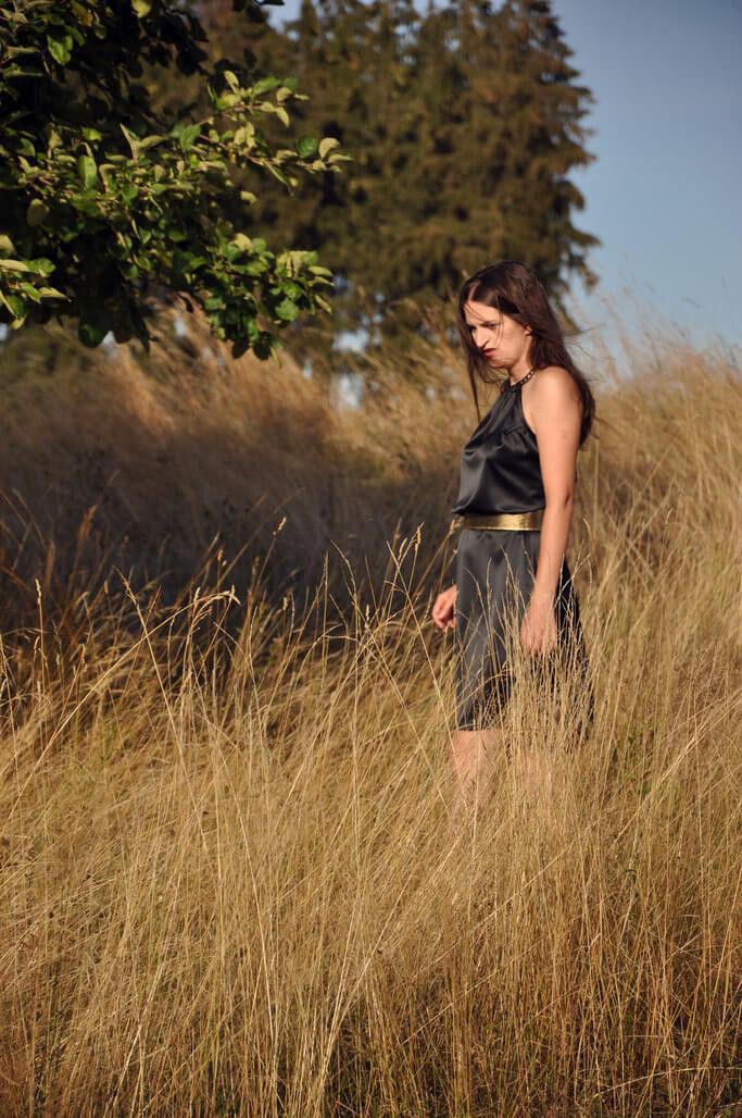Satinkleid Designerstück Modedesign Nähen DIY Fashion Schwarz Gold Nähblog Fairy Tale Gone Realistic Modeblog