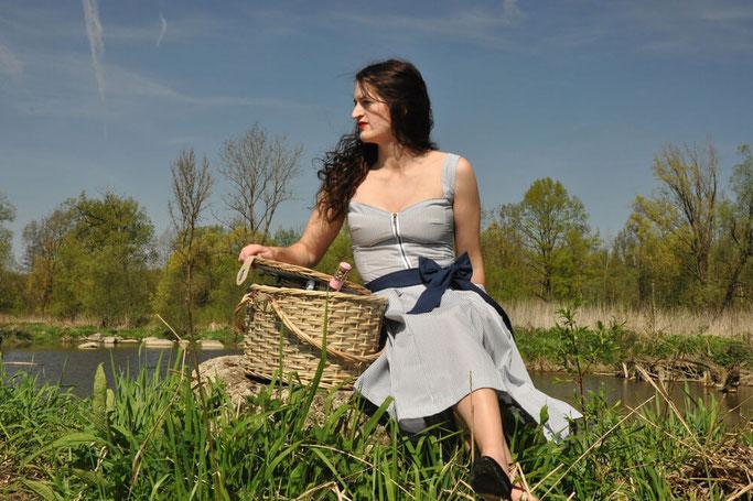 Picknick selbstgenähtes 50er Jahre Kleid Nähen Burda Style Talent Nähblog Modeblog Retro Kleid nähen Fairy Tale Gone Realistic