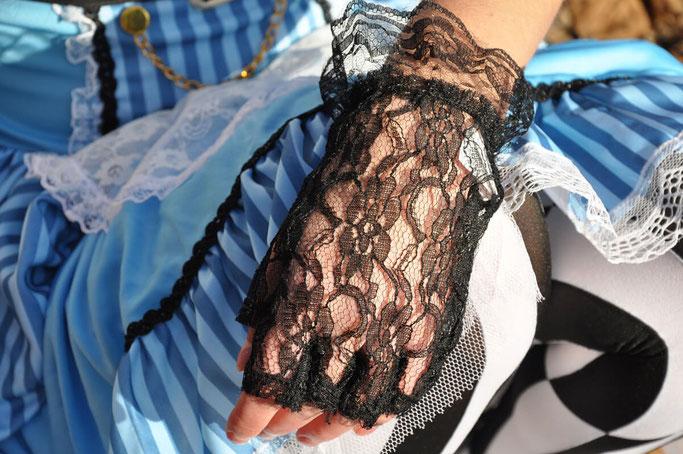 Faschingsoutfit Alice im Wunderland Steampunk Fastnacht Kanreval Modeblog Fairy Tale Gone Realistic Blog Germany