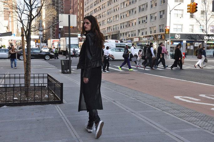 NYC Streetstyle Outfit Korsage Lederhose Transparenz Second Hand Blog Deutschland Modeblog Fairy Tale Gone Realistic
