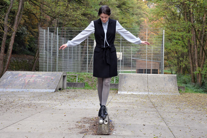 Outfit Longweste hellblaue Bluse Metallicstrumpfhose Modeblog Fairy Tale Gone Realistic Fashionblog Passau