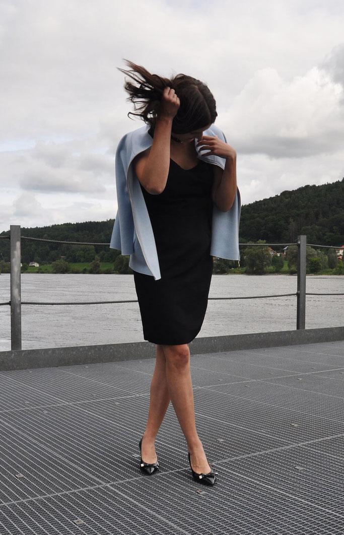 klassisches Kleines Schwarzes nähen selbstgenäht Burda Schnitt DIY Mode Retro Style Nähblog Fairy Tale Gone Realistic Modeblog Deutschland