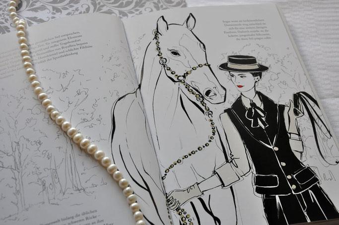 Coco Chanel die zauberhafte Welt einer Stil-Ikone Buchrezension Stylebook Modeillustration Perlenkette Modeblog FTGR