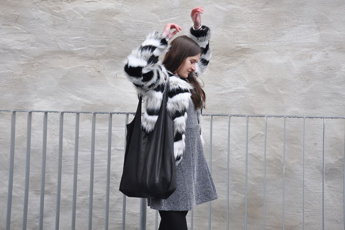 Adventsgewinnspiel Wunschleder Hobo Bag Outfit Fake Fur Modeblog Fairy Tale Gone Realistic Fashionblog Deutschland Nähblog