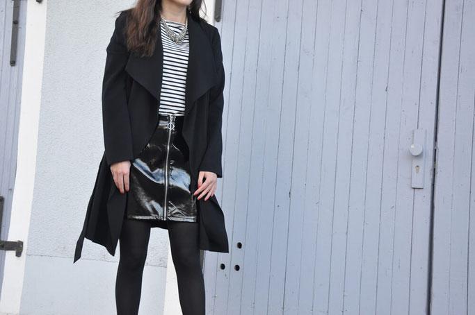 Bloggeroutfit Lacklederrock Streifenshirt Haarband Modeblog Deutschland Fairy Tale Gone Realistic Blog Passau