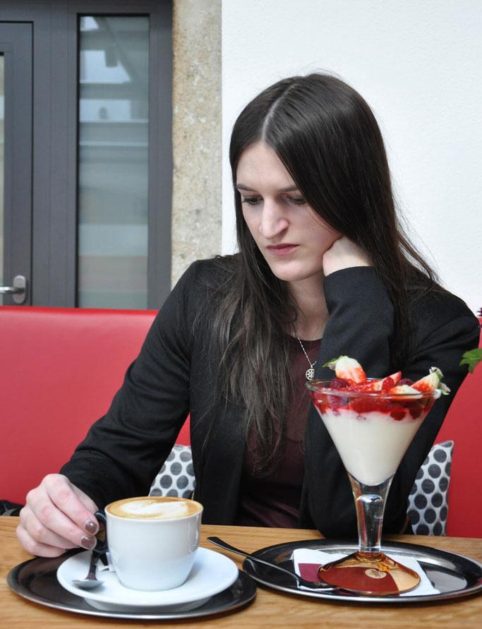 Tipps für effektives kreatives Arbeiten Schreiben Kaffeepause Erdbeeren Lifestyleblog Fairy Tale Gone Realistic Modeblog