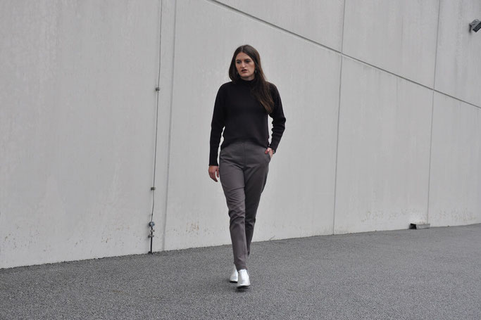 Selbstgenähte Hose silberne Booties Modeblog Deutschland Fairy Tale Gone Realistic Nähblog Passau