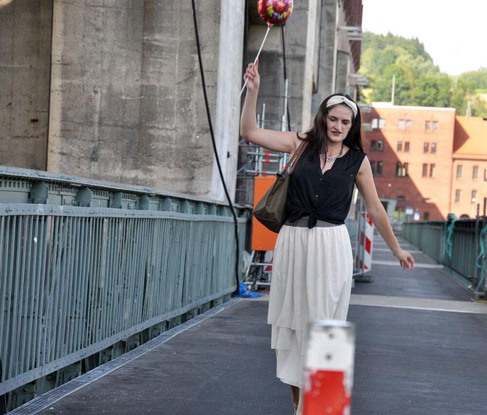 Bloggeburtstag 10 Gründe, warum ich blogge Outfit selbstgenähter Tüllrock Haarband Luftballon Modeblog Fairy Tale Gone Realistic
