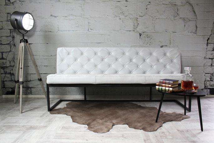Premium Sitzbank Stefania im Vintage-Design aus samtweichen Leder dick gepolstert, Kufengestell Stahl
