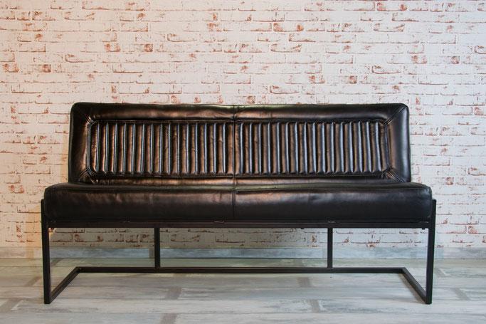 Sitzbank Patty Bueffelleder trifft puren Stahl mit intensiven Lederfarben, weich, kultig, vintage
