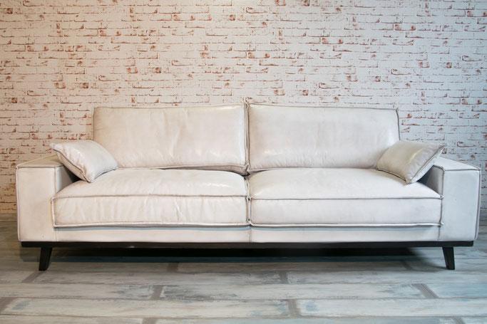 Ledersofa Dolomit 3 Sitzel Büffelleder weiß mit dicken Nähten, ein stilvolles Trendstück für Ihr Zuhause