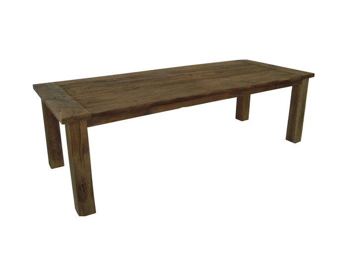 Massiver Esstisch aus rustikalen Eichenbohlen gefertigt nach traditioneller Vorlage