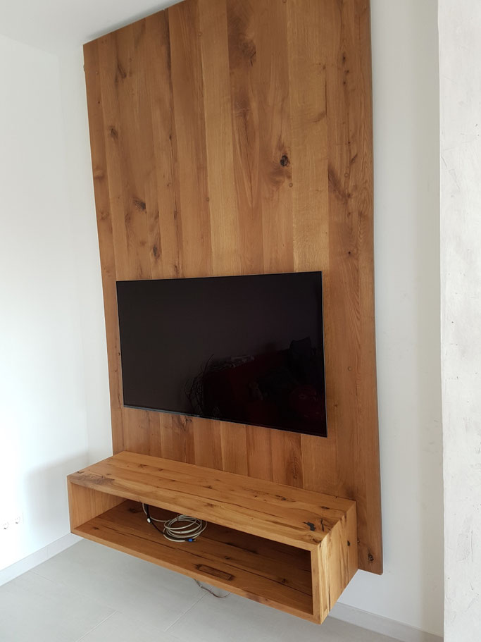 Wandpanel, Wandverkleidung aus Altholz mit TV Board.