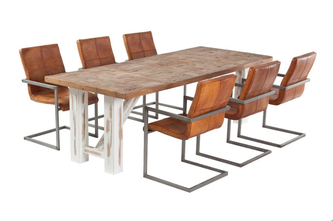 Landhaustisch aus Altholz Eiche im Vintage-Look