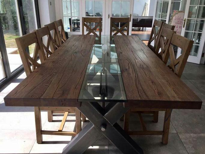 Moderner Esstisch aus massiv Alteiche mit Glaseinlage, Tischgestell Stahl Industriedesign