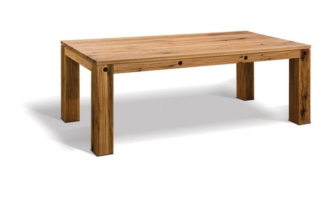 Moderner Esstisch massiv Wildeiche nach Maß mit außenstehenden Tischbeinen