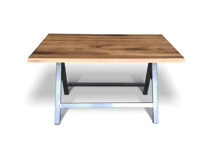 Stehtisch mit Fußablage aus uraltem Eichenholz und Stahl im Industriedesign
