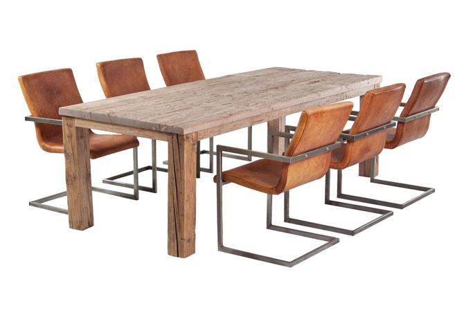 Esstisch massiv Altholz Eiche im klassischen Design
