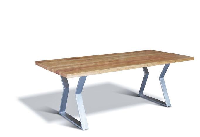 Moderner Esstisch massiv Eiche mit Kufengestell aus Edelstahl