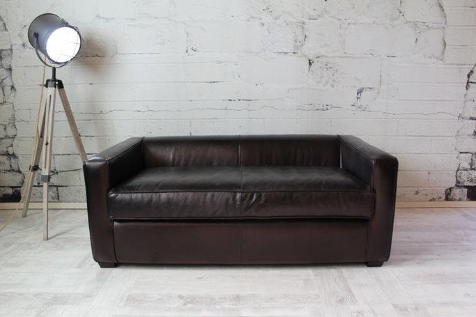 Clubsofa Cornell 2 Sitzer Leder ideal für Hotel, Premium Lounge und Bar im kultigen Design, stilvoll und bequem